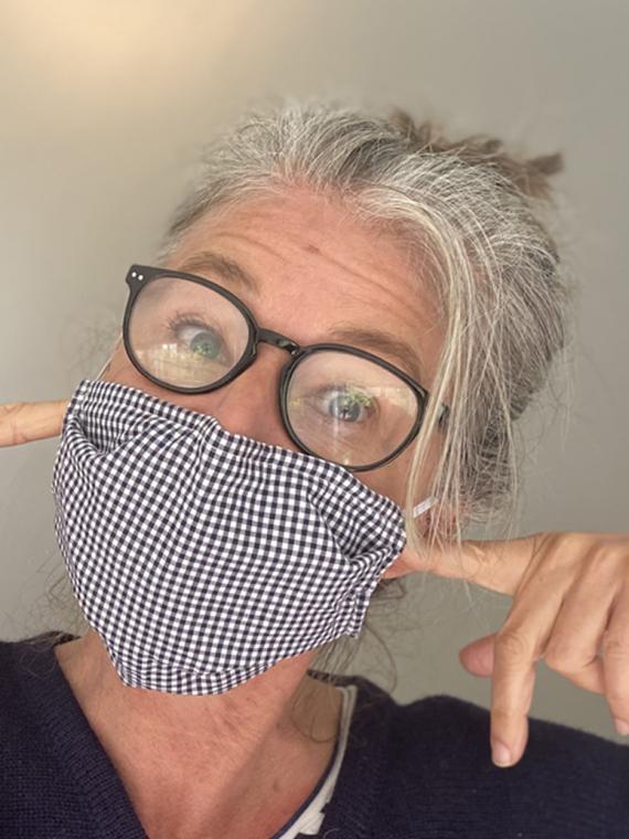 Sabine mit Maske